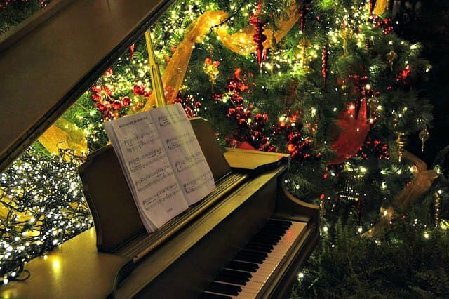 Christmas Piano.Christmas Piano Sheet Music For Adult Beginners