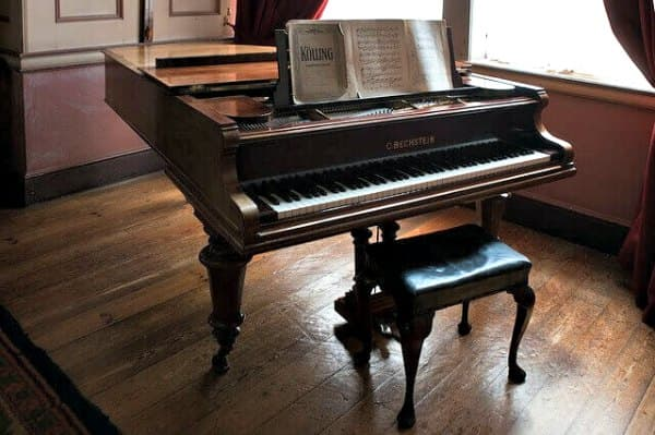Buying Pianos: Acoustic Grand Piano